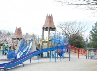 富立大橋そばの広大な敷地にある「常願寺川公園」