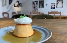 高岡市の人気カフェ「ケイル」にて、期間限定のプリンメニューが登場♪